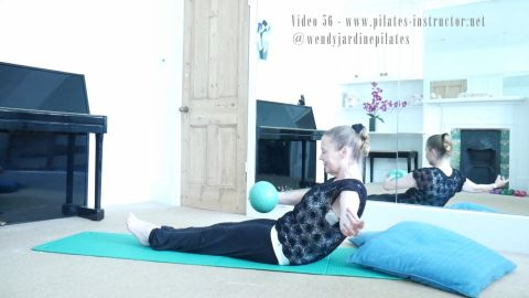 56 Using the Pilates ball to feel the abs and control the core  (or part 2 of 3: 55,56,57)